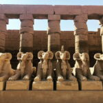 karnak-temple-day-tour-female-tourguide-1